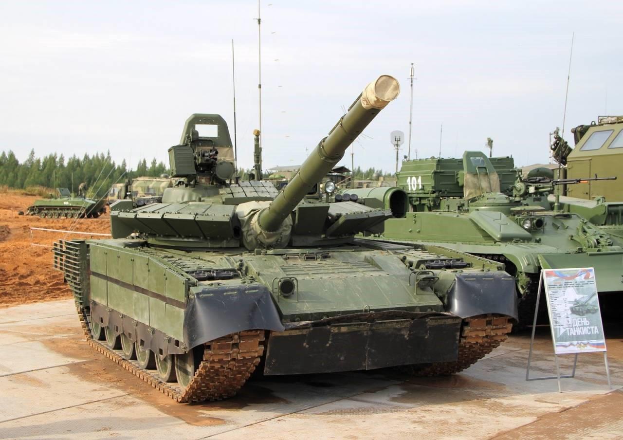 Танк Т-80БВМ на плацу