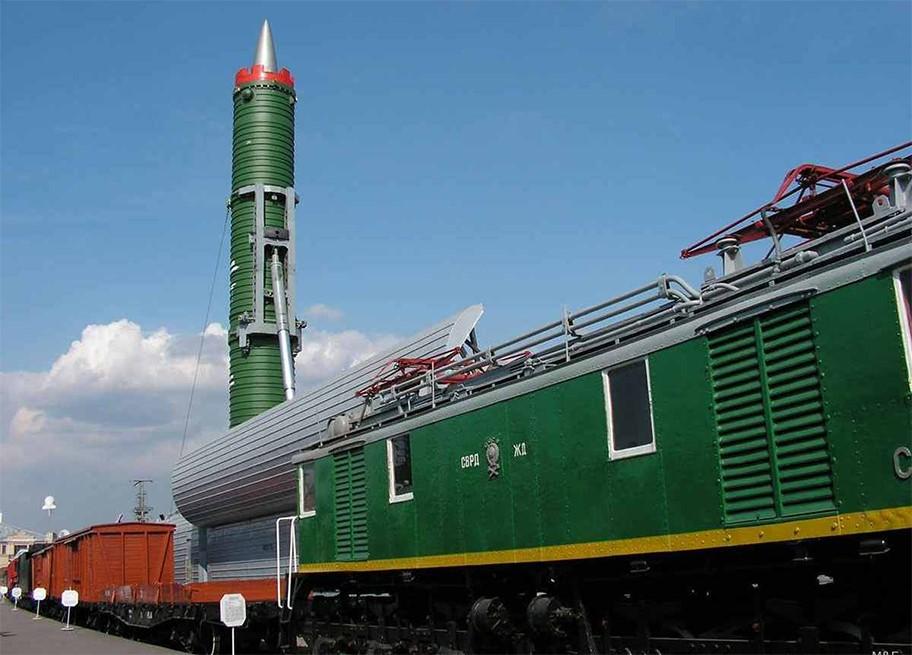 Железнодорожный ракетный комплекс