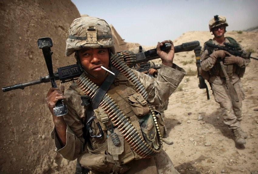 Американский солдат с сигаретой
