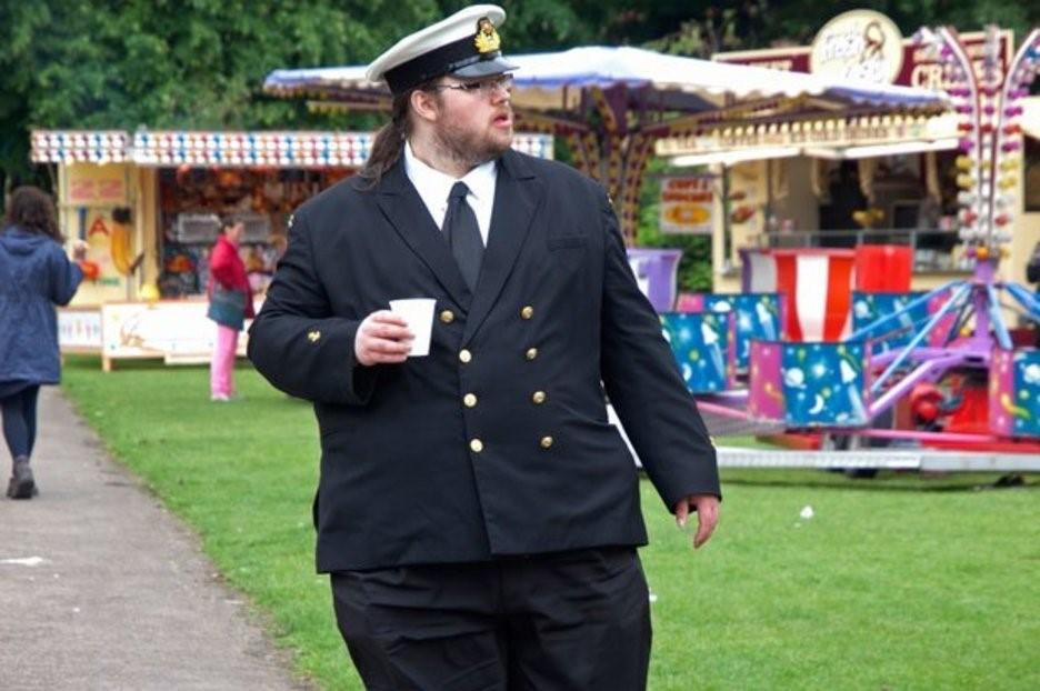 Британский военный с излишним весом