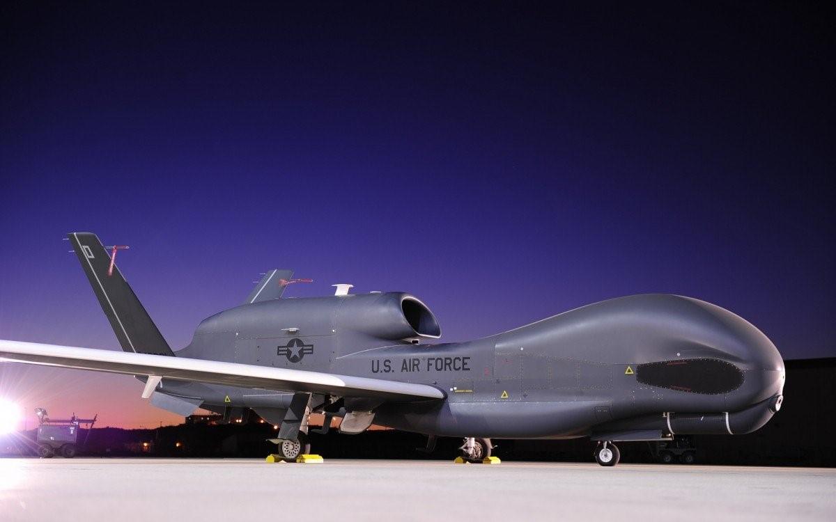 Дрон RQ-4 Global Hawk