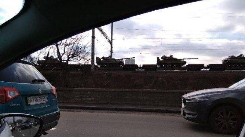 Фото колонны танков