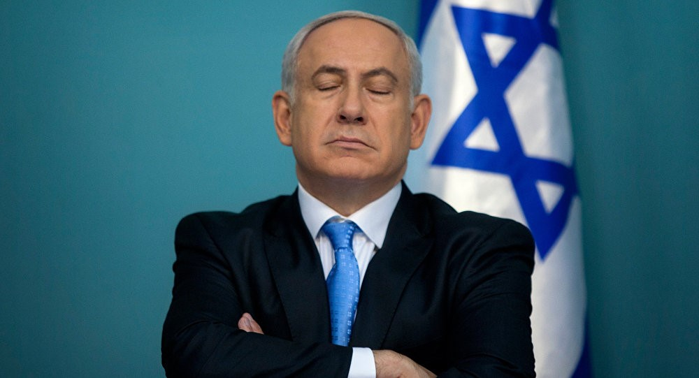 Нетаньяху скрестил руки