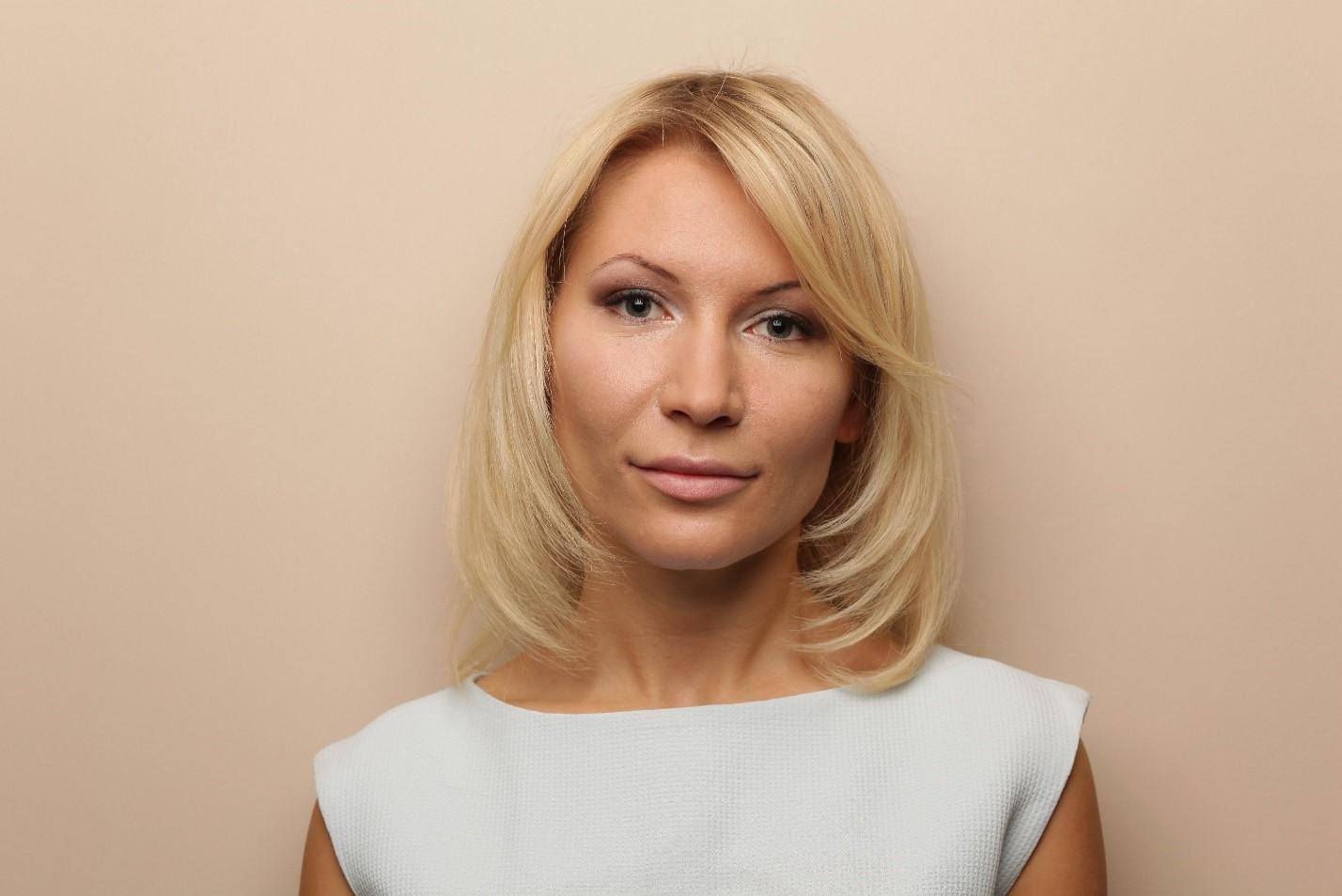 Политик Алена Попова