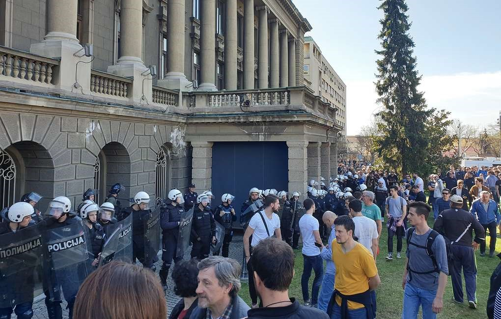 Протестанты у президентского дворца