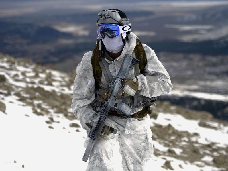 Солдат в зимней форме