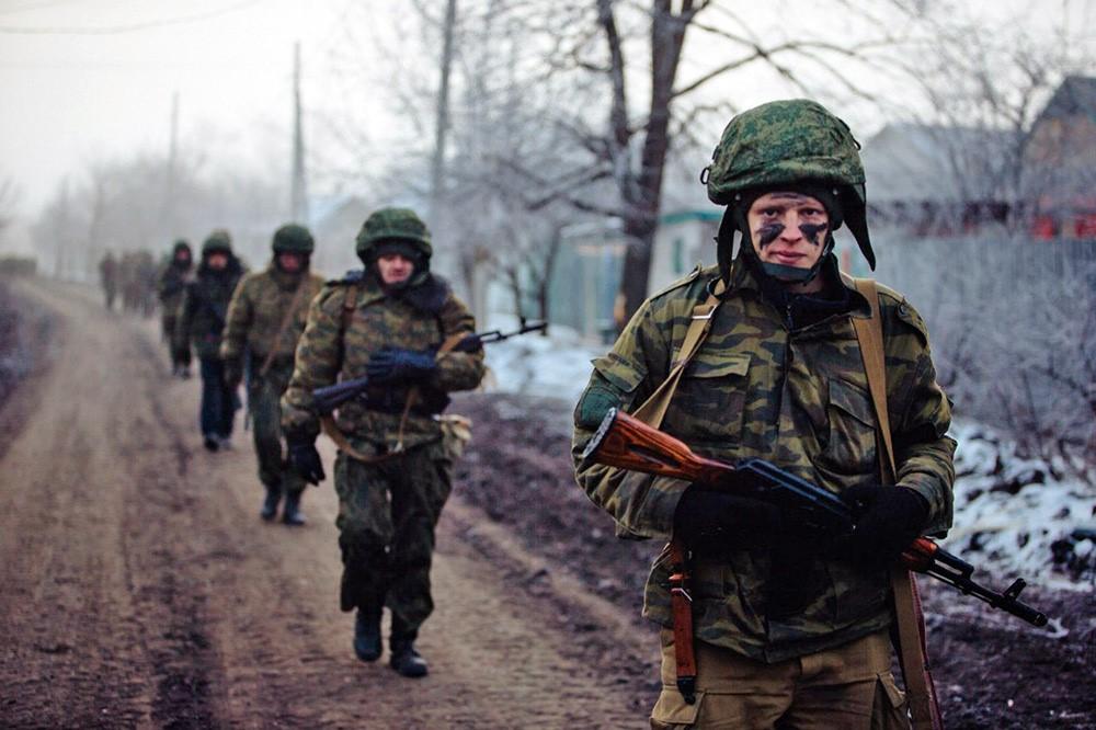 Солдаты с АКМ