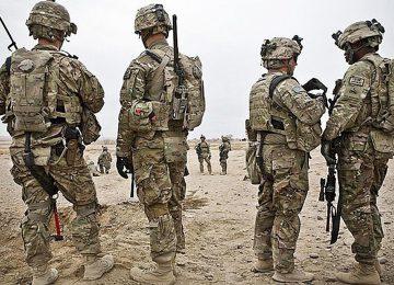 Солдаты США осматривают местность