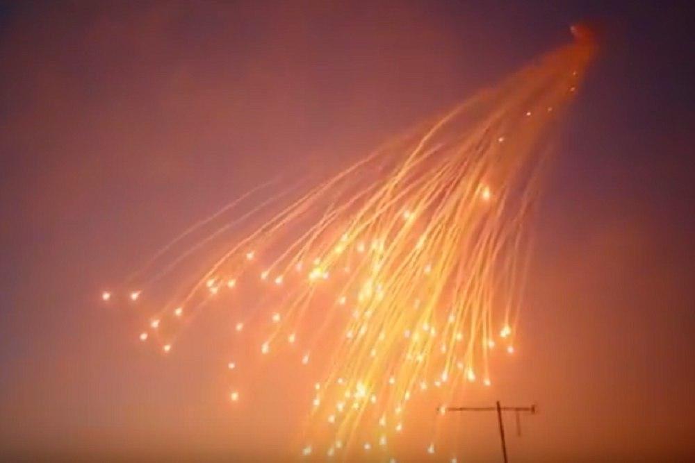 США сбрасывают бомбы на город