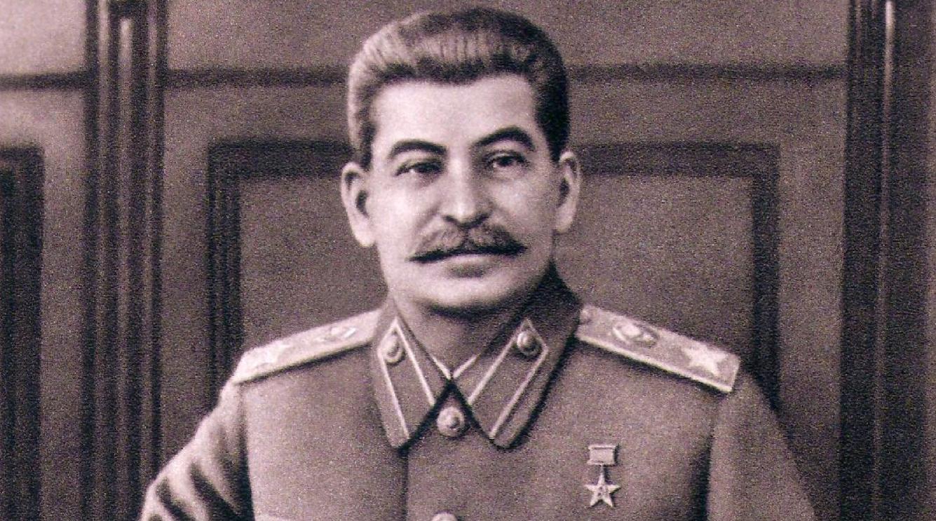 Сталин в военном кителе