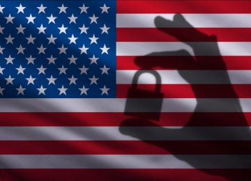 Тень на американском флаге