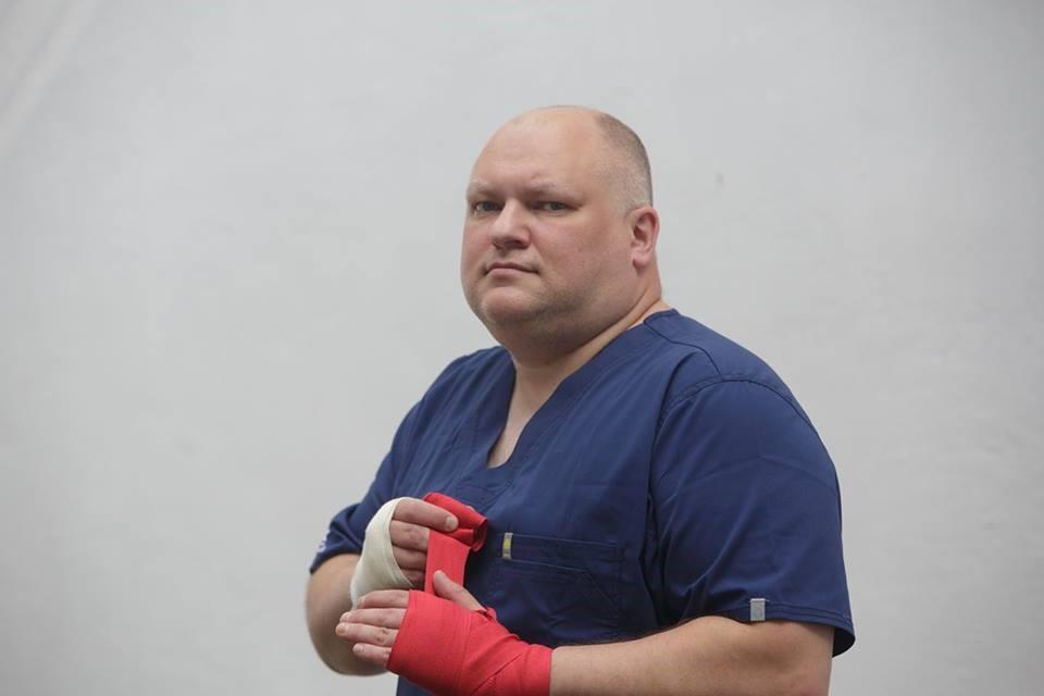 Депутат Петровский на боксерском ринге