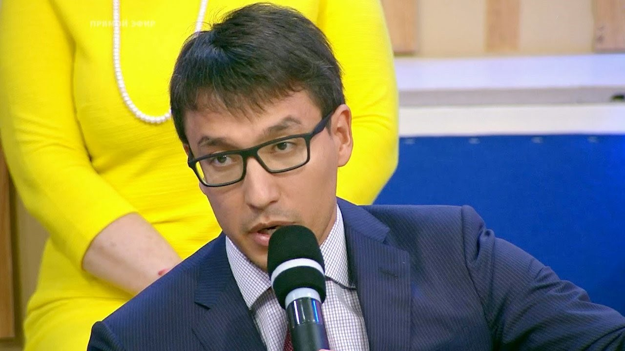 Дмитрий Абзалов в студии телеканала