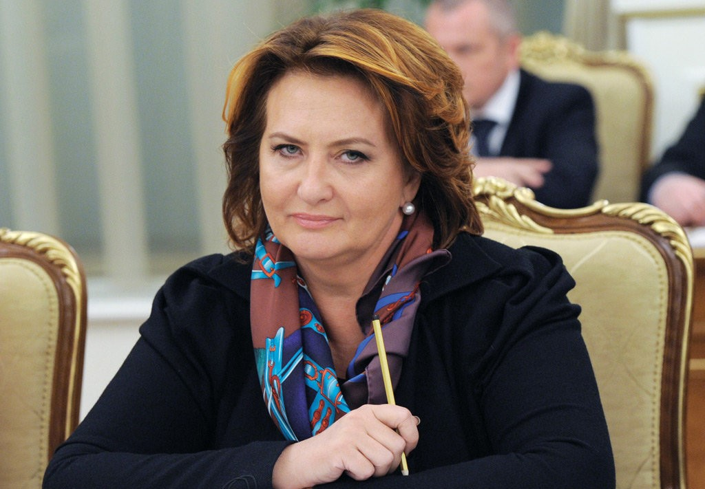 Елена Скрынник в кресле