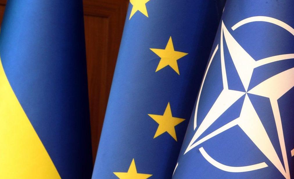 Флаги Украины, ЕС и НАТО