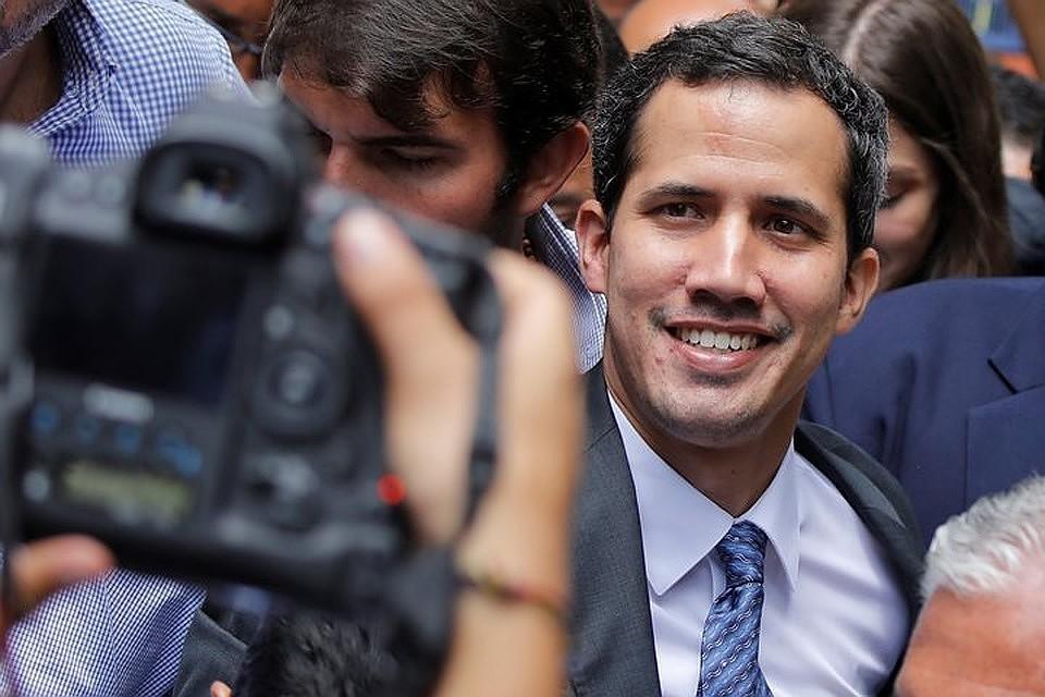 Хуан Гуайдо улыбается