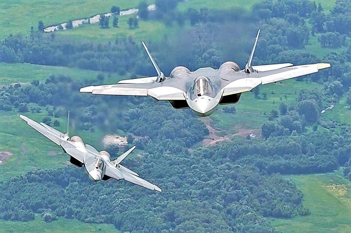 Маневры истребителей СУ-57