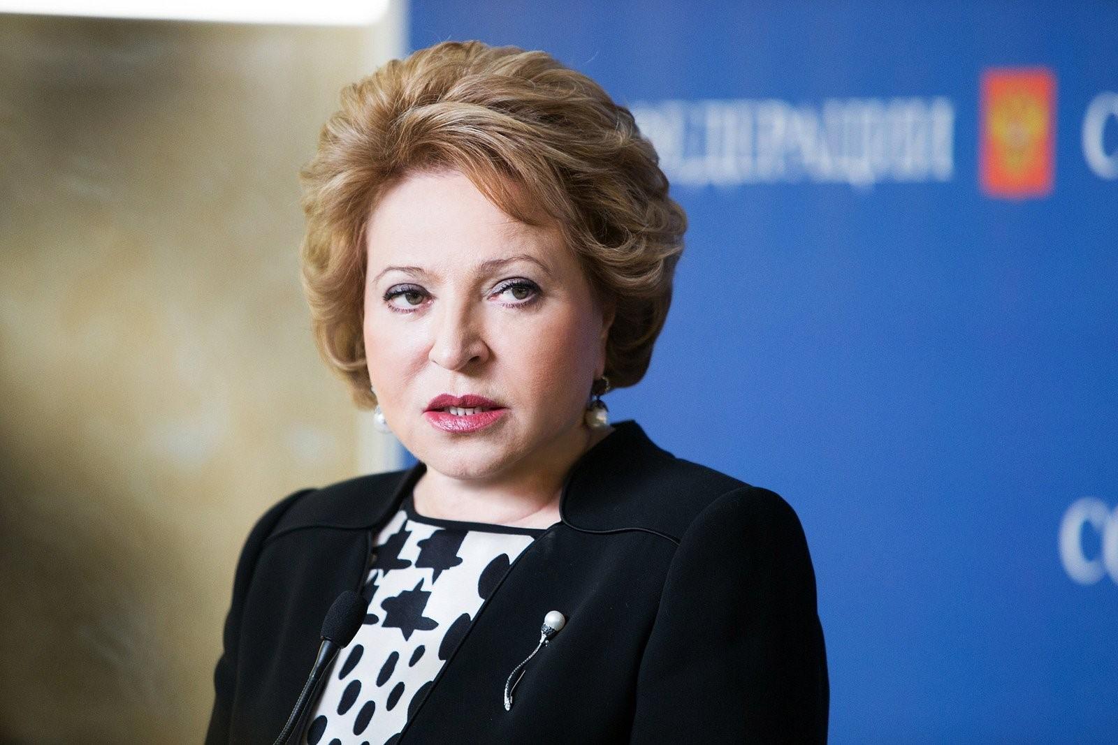 Матвиенко поддерживает чиновников