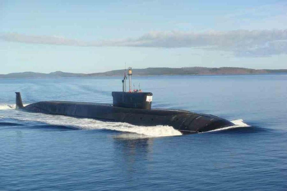 Подводная лодка идет крейсерским ходом