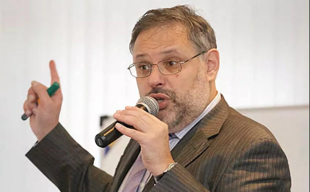 Политолог Хазин