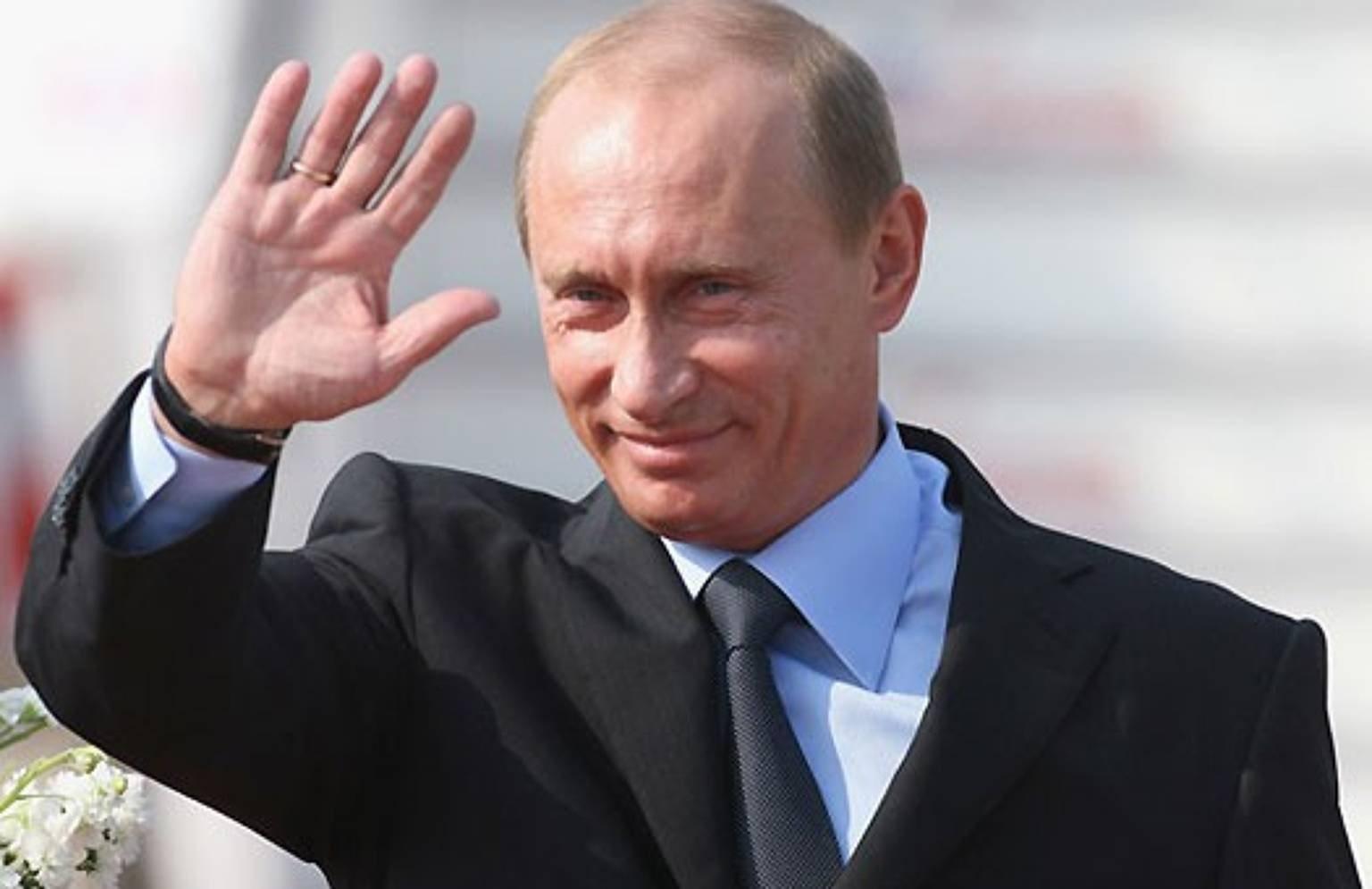 Путин приветствует народ
