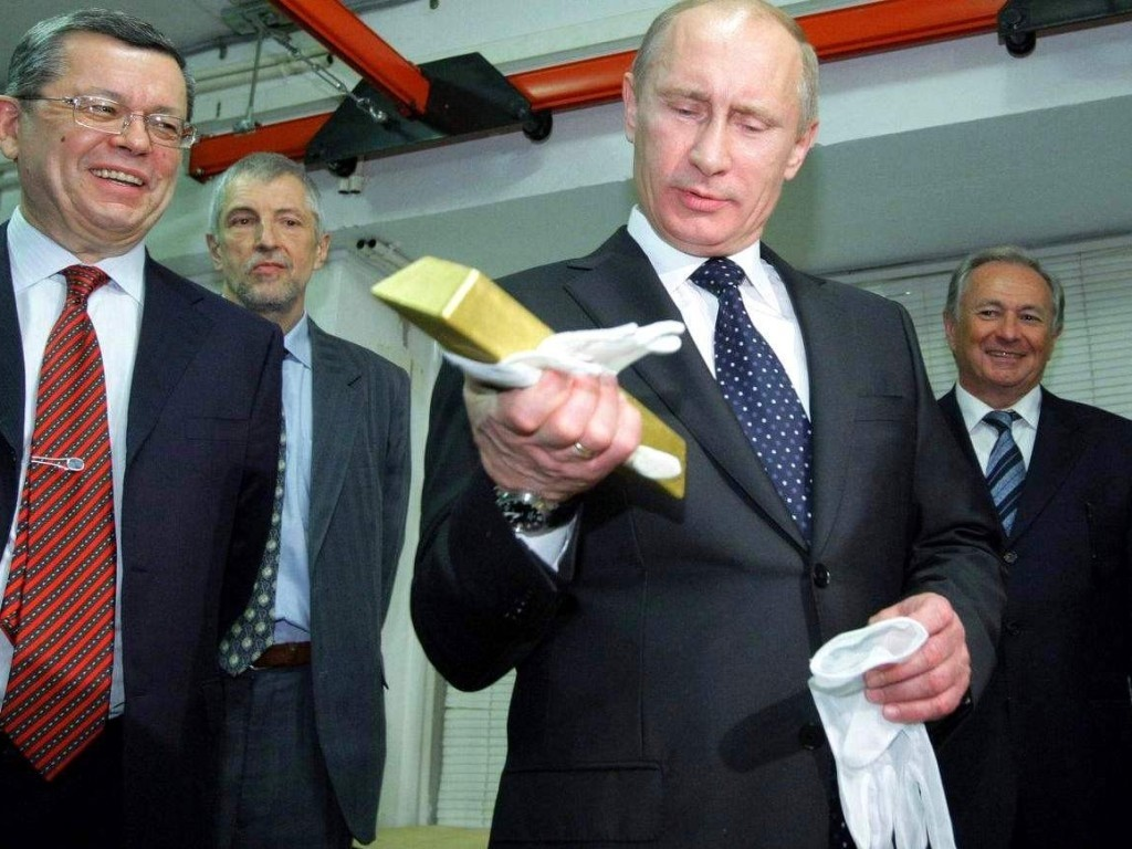 Путин со слитком в руках
