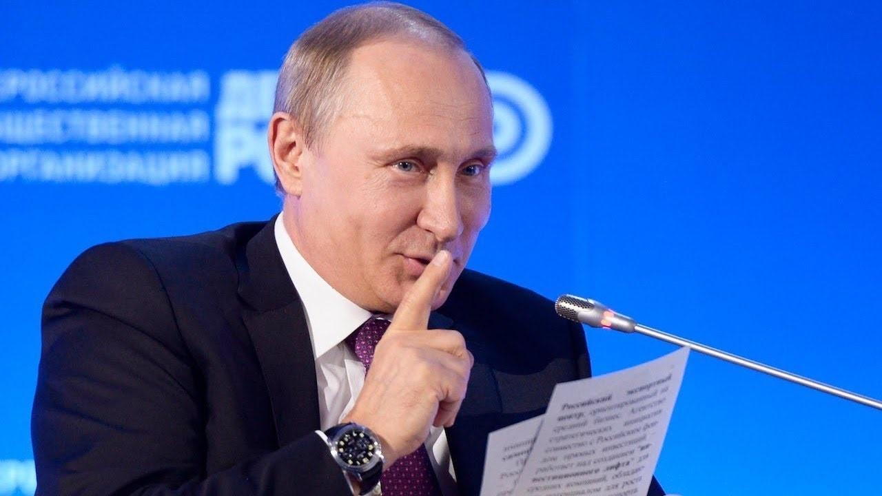 Путин улыбается