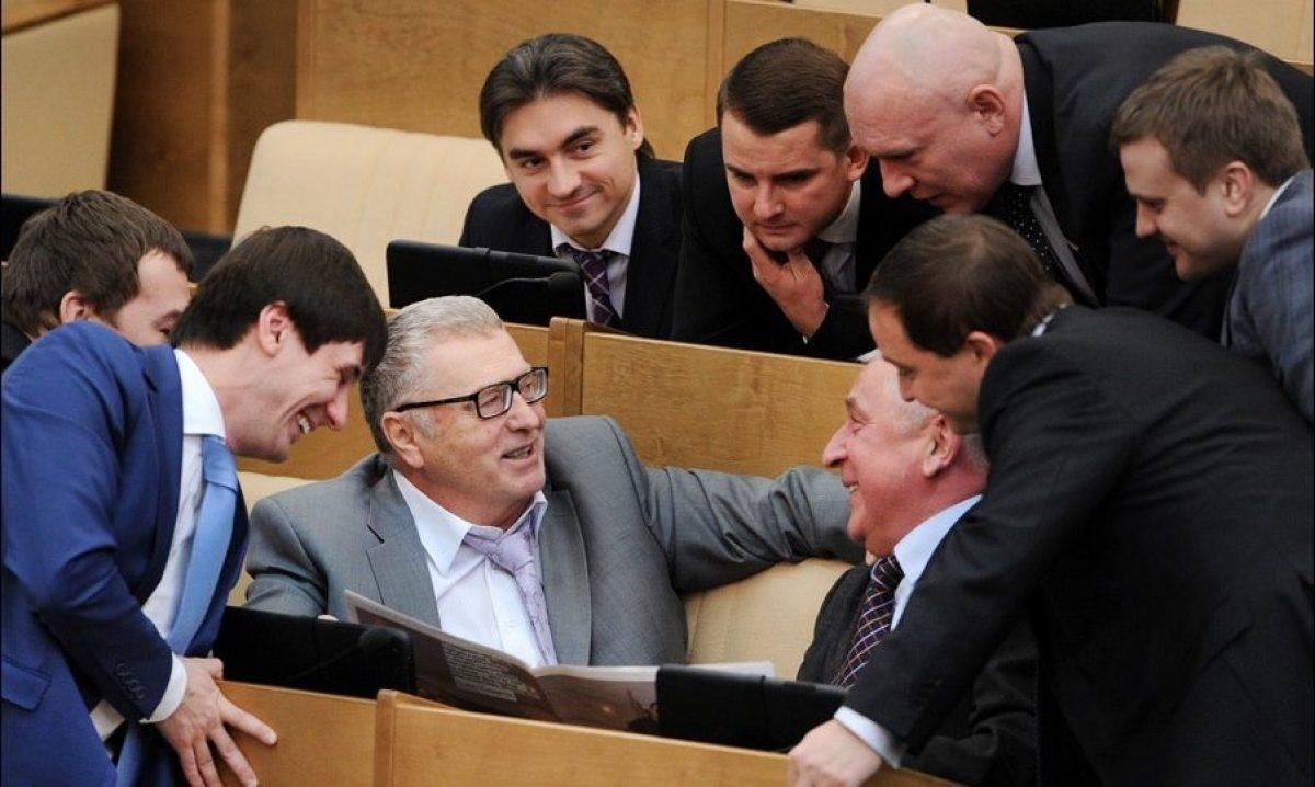 Смеющиеся депутаты Госдумы