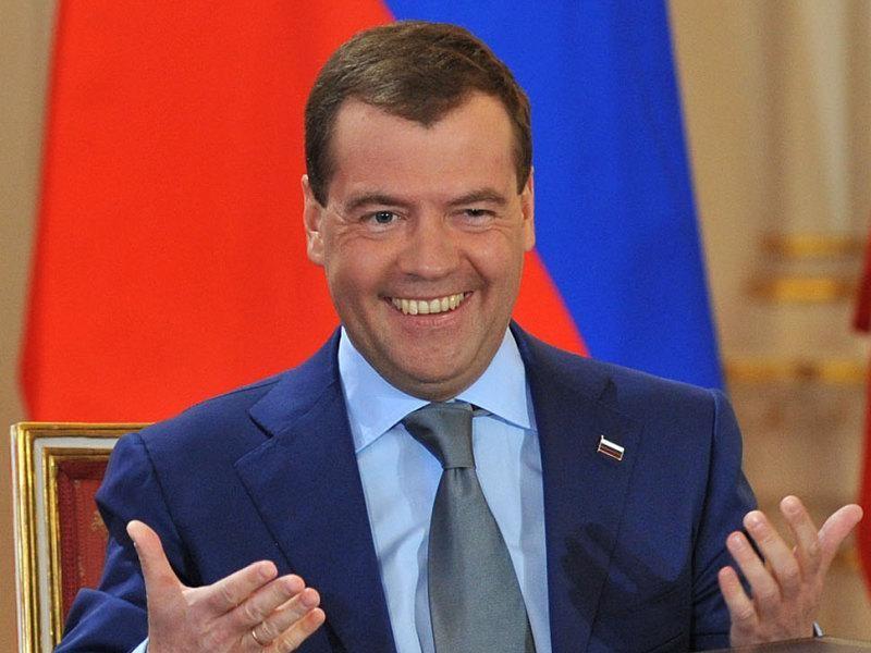 Смеющийся Дмитрий Медведев