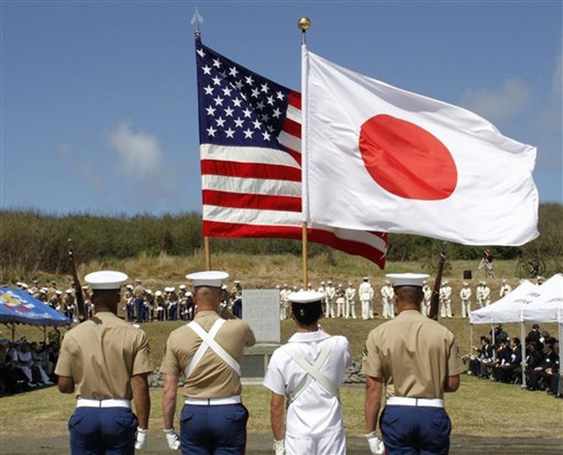 Солдаты США и Японии