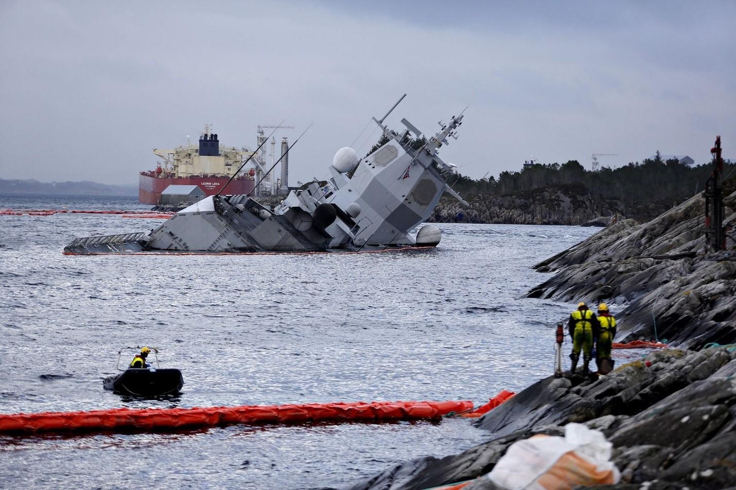Столкновение фрегата F-313 с танкером