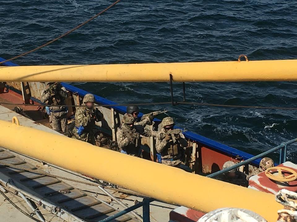 Украинские военные на корабле