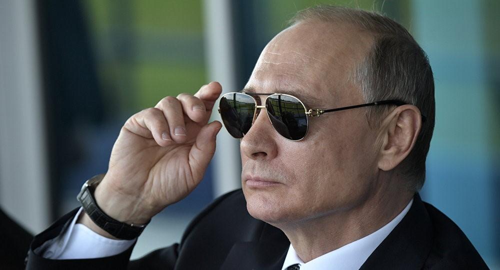 Владимир Путин в темных очках