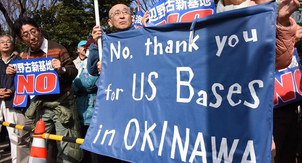 Жители Окинавы требуют убрать американскую базу