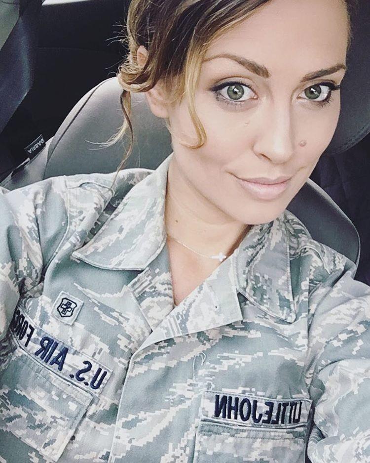 Американская девушка-летчик