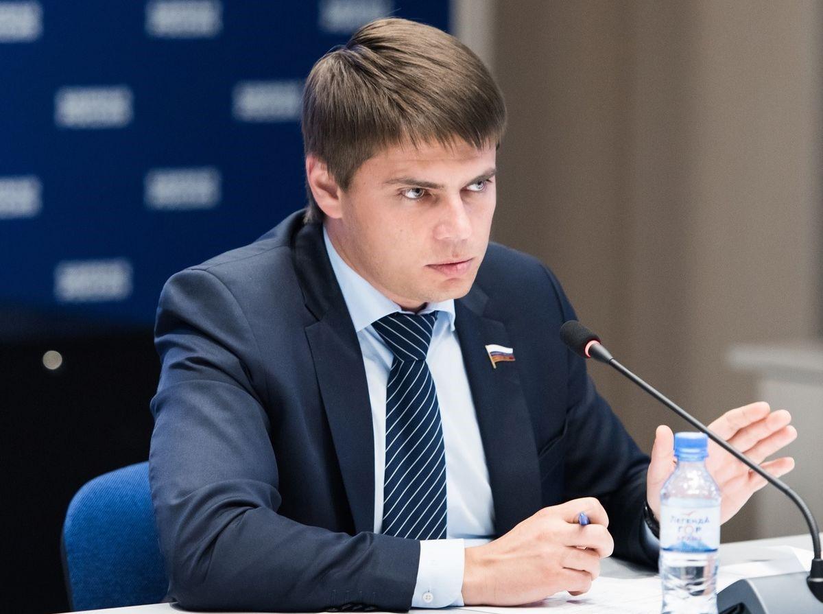 Депутат Боярский дает интервью