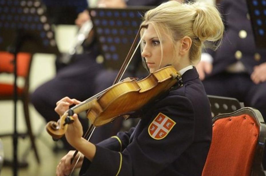 Девушки-солдаты сербской армии