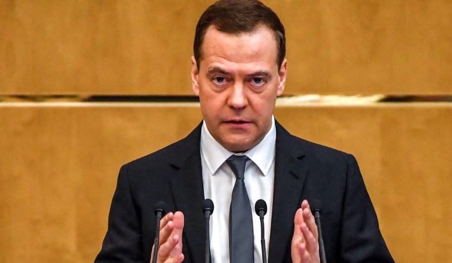 Дмитрий Медведев успокаивает народ