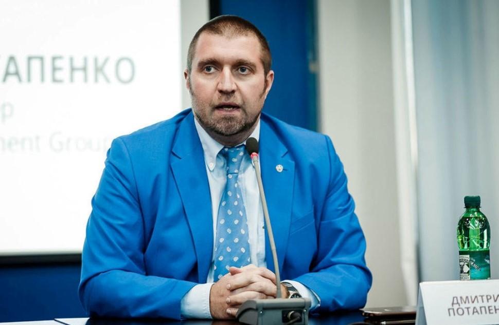 Дмитрий Потапенко дает интервью