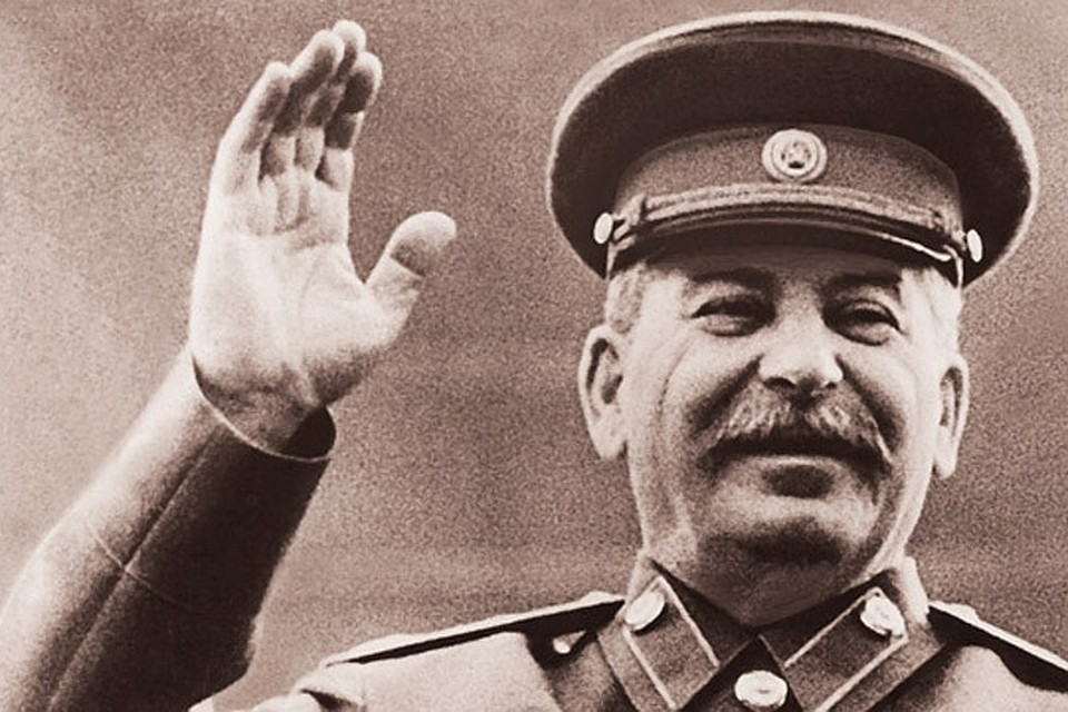 Иосиф Виссарионович приветствует народ