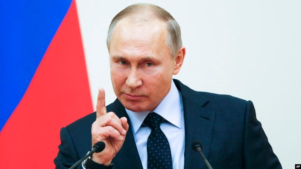 Путин грозит пальцем