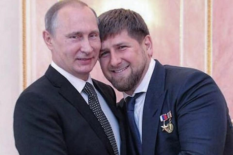 Путин и Кадыров обнимаются