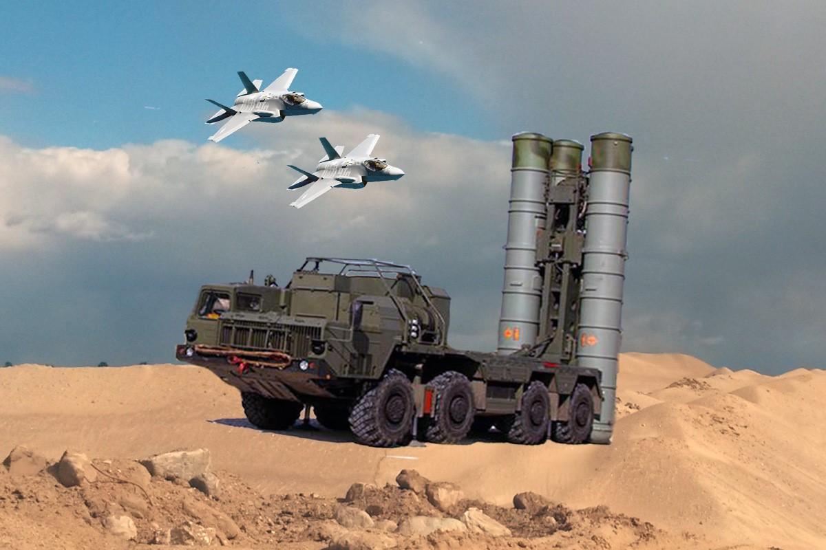 Российские комплексы С-400 и самолеты в небе
