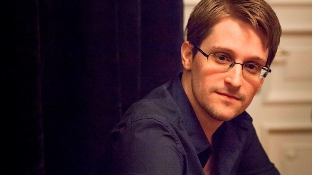 Сноуден обвиняет США в отравлении пищи