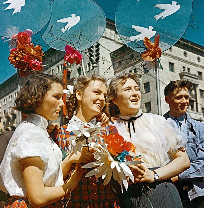 Советские школьники на праздновании Первомая
