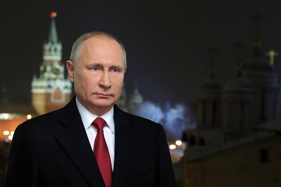 Владимир Путин на фоне курантов