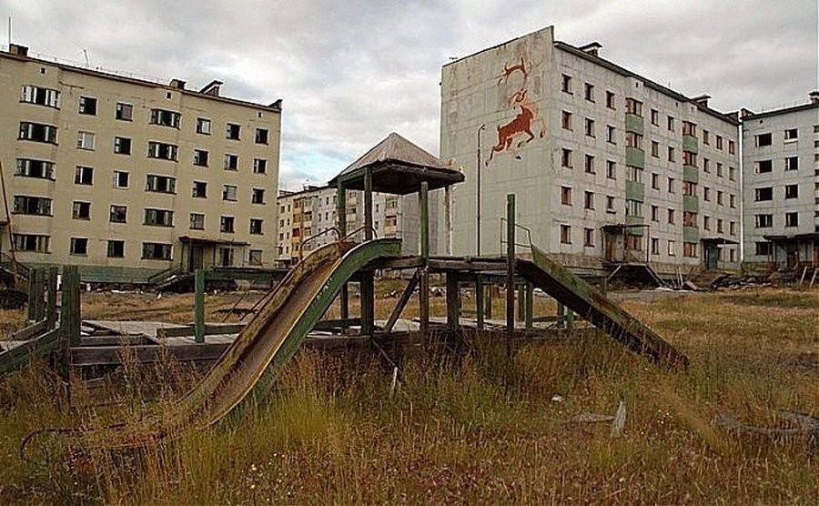 Заброшенная детская площадка