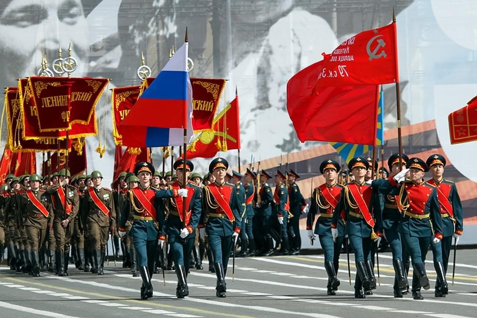 Знамена на Параде Победы