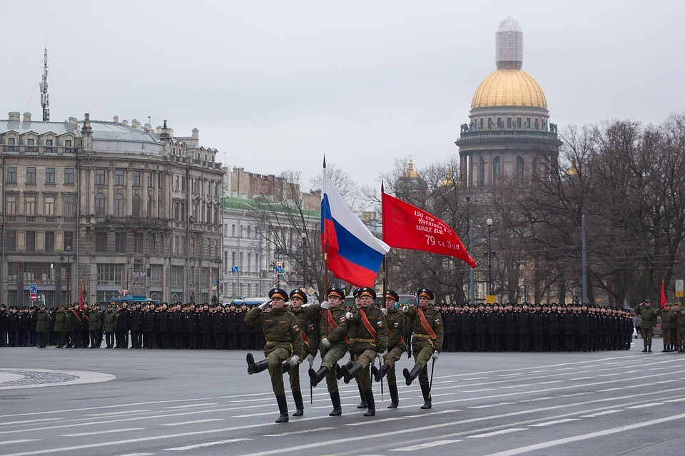 Знамя на Параде в Санкт-Петербурге