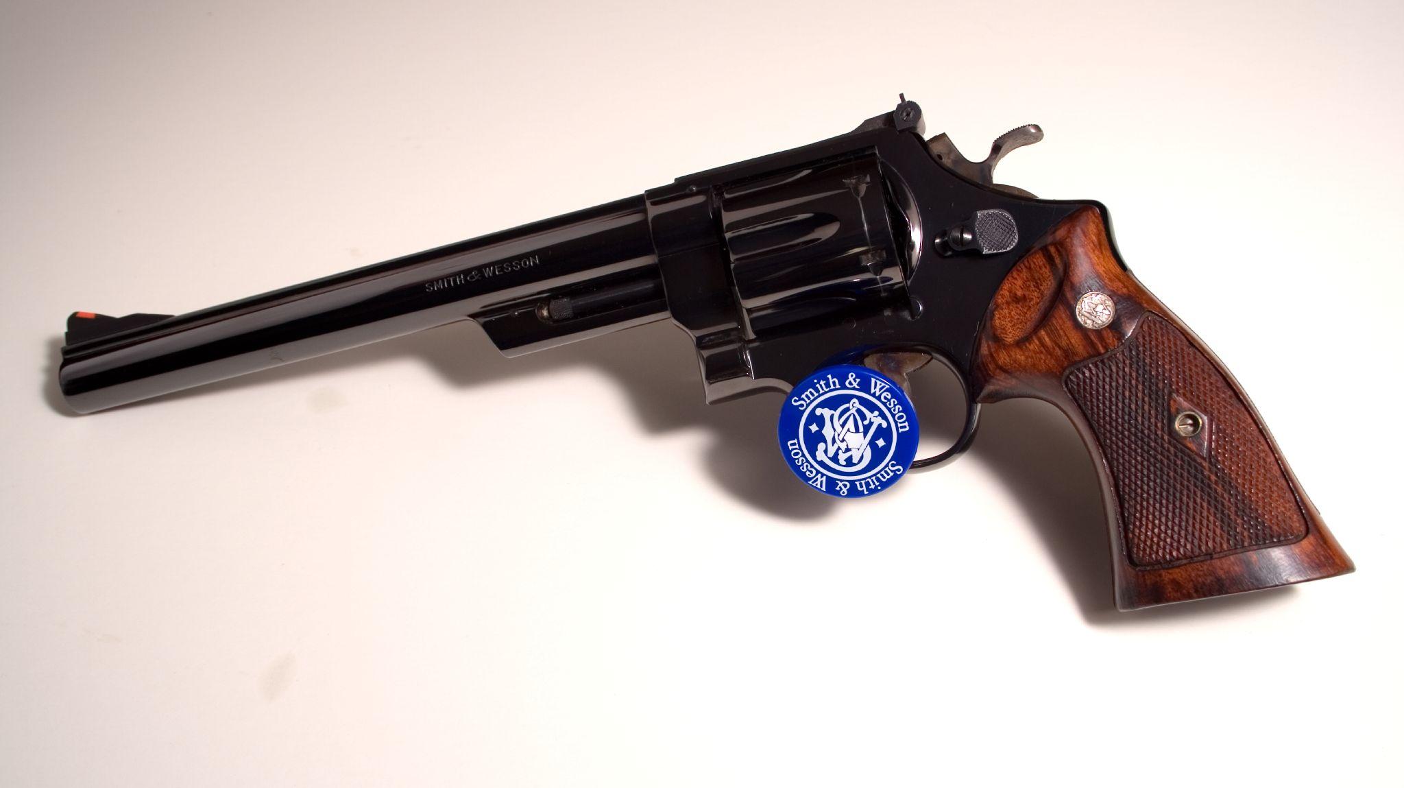 револьвер магнум